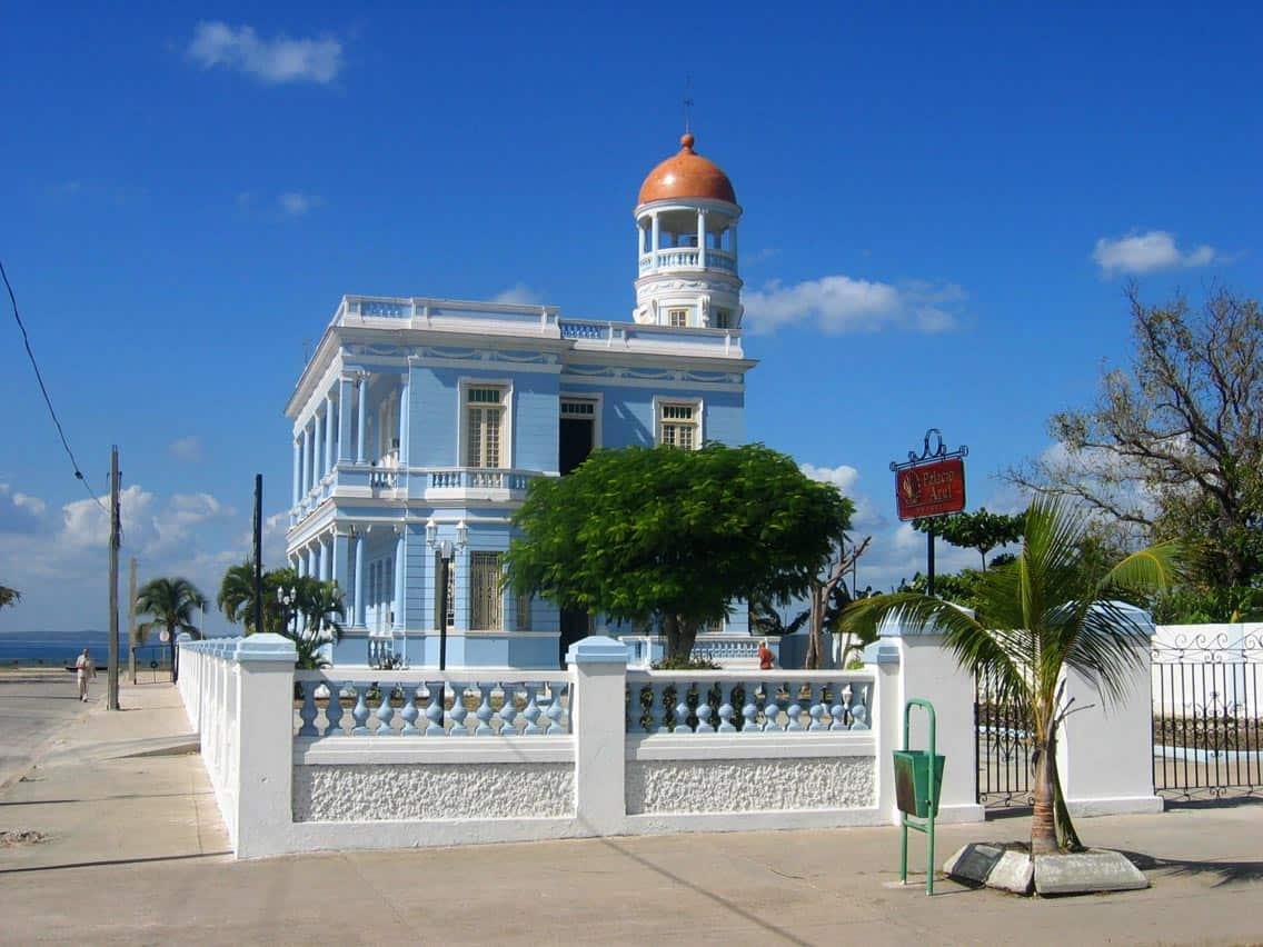 DirkvdM_cienfuegos_state_hotel